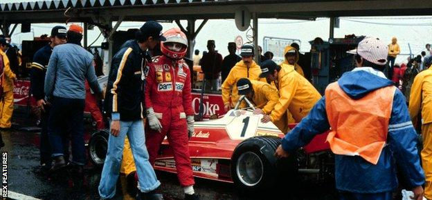 Niki Lauda (Ferrari 312T2) withdraws from the race due to the conditions