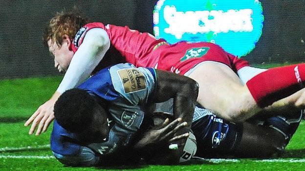 Niyi Adeolokun scores the opening try