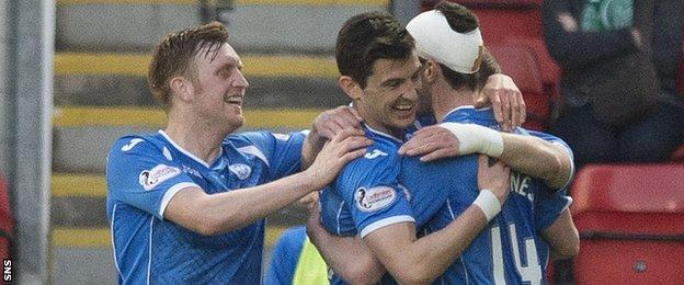 St Johnstone's Graham Cummins (2nd from left) celebrates his goal