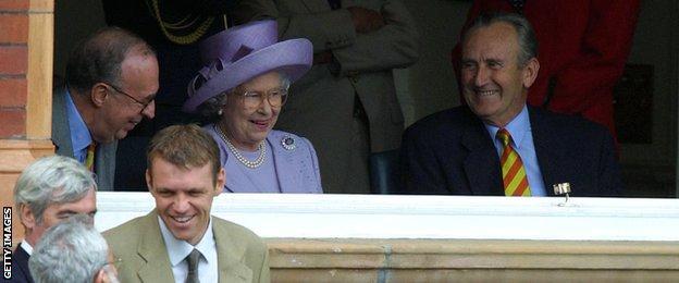 Dronning Elizabeth II og Dead Dexter på Lord's