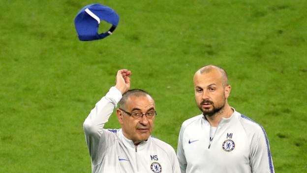 Europa League: Chelsea boss Maurizio Sarri takes frustration out on cap thumbnail