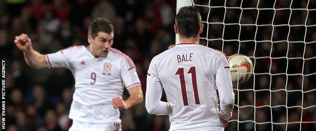 Sam Vokes scores for Wales
