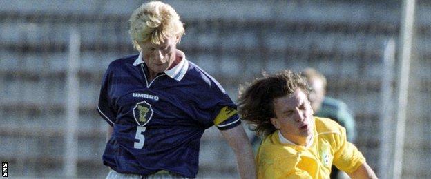 Scotland's Colin Hendry tackles Lithuania's Grazvydas Mikullenas
