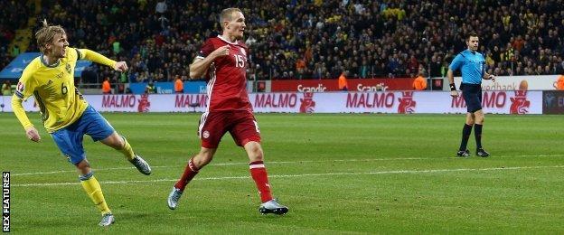 Emil Forsberg scores for Sweden