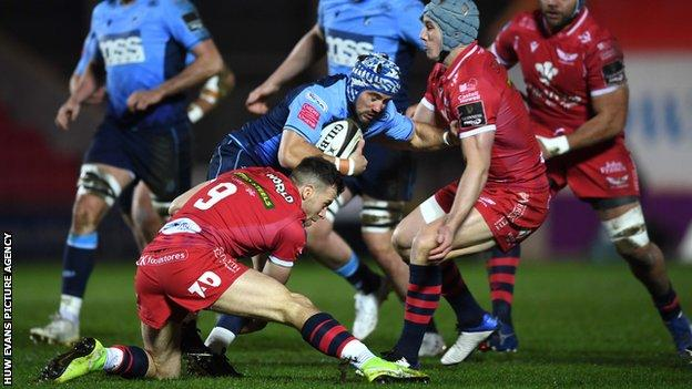 Matthew Morgan takes on Jonathan Davies and Gareth Davies