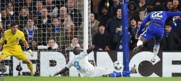 Willian scores Chelsea second goal against Porto
