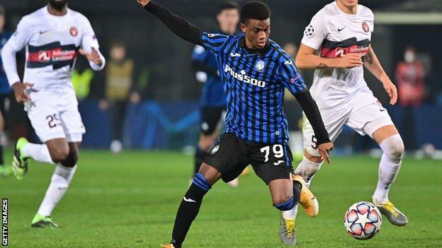 Amad Diallo in action against Midtjylland