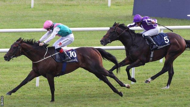Siskin moves clear with eventual third-placed Lope Y Fernandez also in the picture