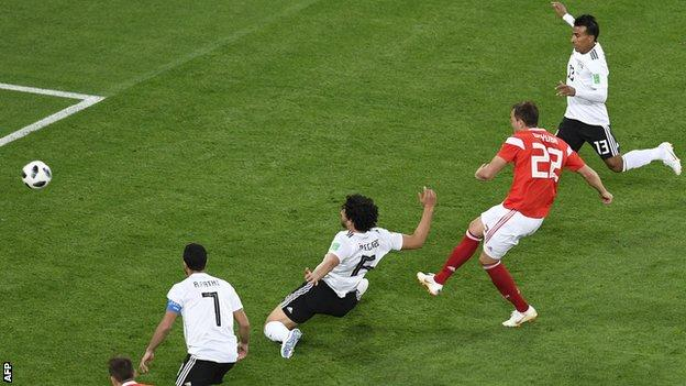 Artem Dzyuba scores for Russia against Egypt