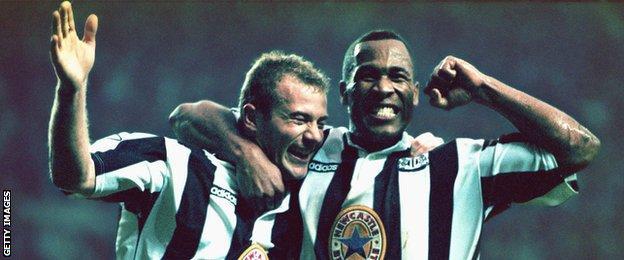 Alan Shearer and Les Ferdinand celebrate