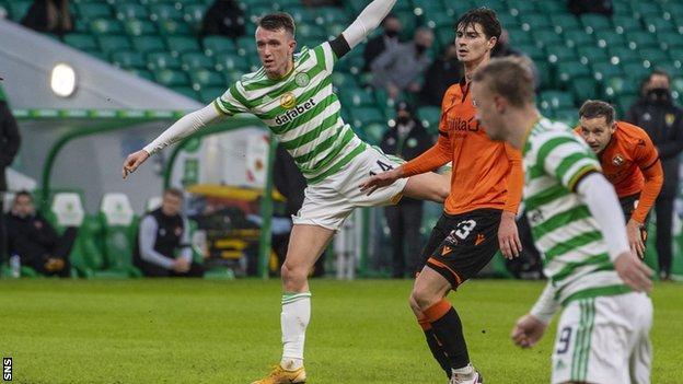 Ο επιθετικός της Σκωτίας Κάτω-21 σημείωσε το τέταρτο γκολ του σε έξι αγώνες και έβαλε άλλη αίσθηση καθώς συνέχισε να ευδοκιμεί με τον Σέλτικ.