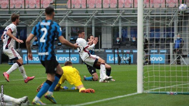 Matteo Darmian scores