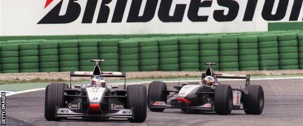 Mika Hakkinen and David Coulthard in Newey in 1998