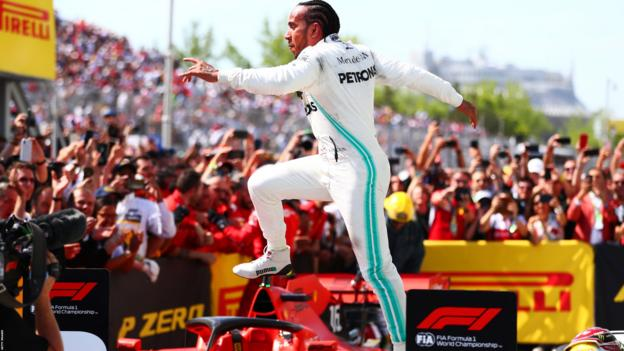 Lewis Hamilton jumps over the Ferrari of Sebastian Vettel