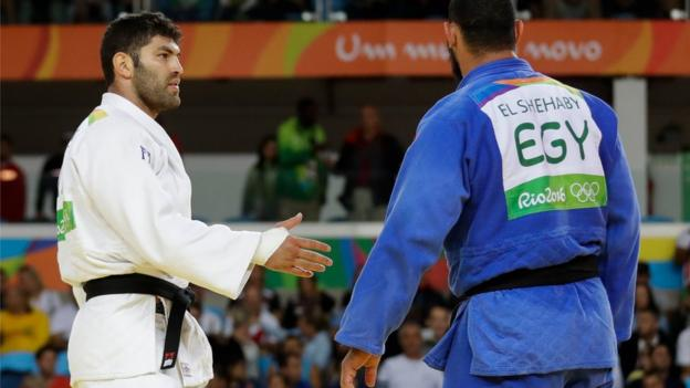 Egypt's Islam El Shehaby declines to shake hands with Israel's Or Sasson after losing in the 100kg judo competition