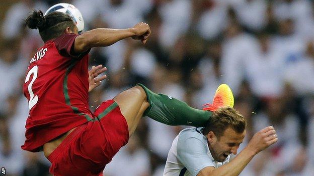 Bruno Alves challenge on Harry Kane