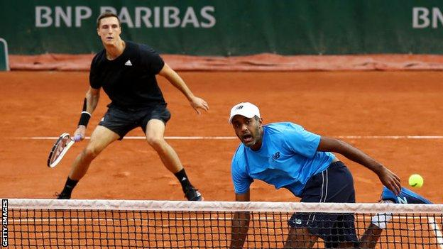 Joe Salisbury (back) and Rajeev Ram playing in their French Open first-round match