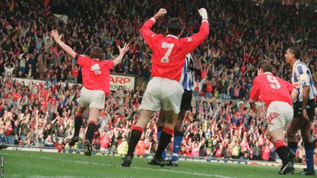 Steve Bruce (left) celebrates after heading the winner for Manchester United against Sheffield Wednesday in 1993