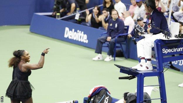 Serena Williams argues with umpire Carlos Ramos