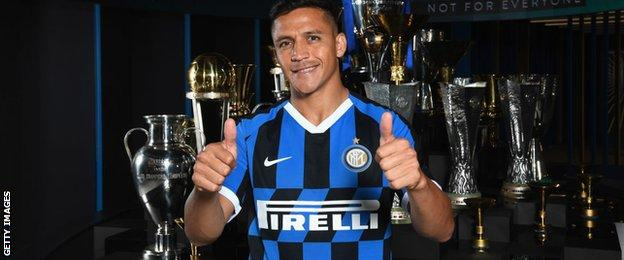 Alexis Sanchez in Inter Milan kit