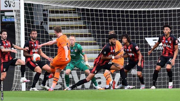 Sean Longstaff scores for Newcastle