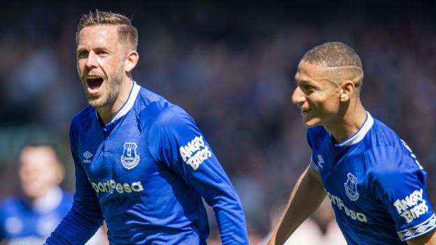 Everton 4-0 Manchester United: Toffees cruise to victory thumbnail