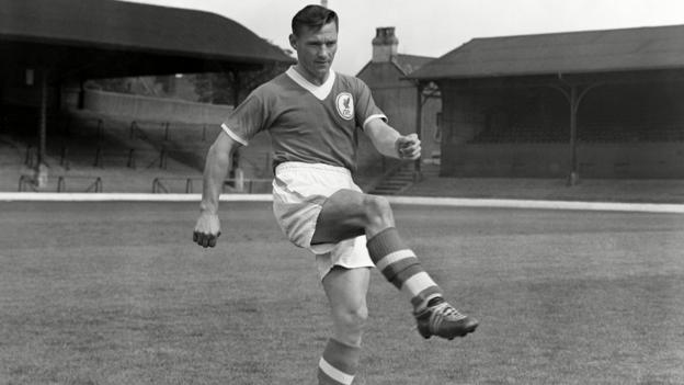 Johnny Wheeler: Former Liverpool and Bolton winger dies aged 91 - BBC Sport