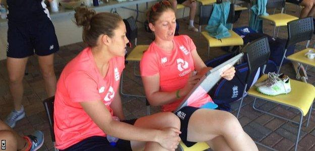 Heather Knight explains tactics to a team-mate