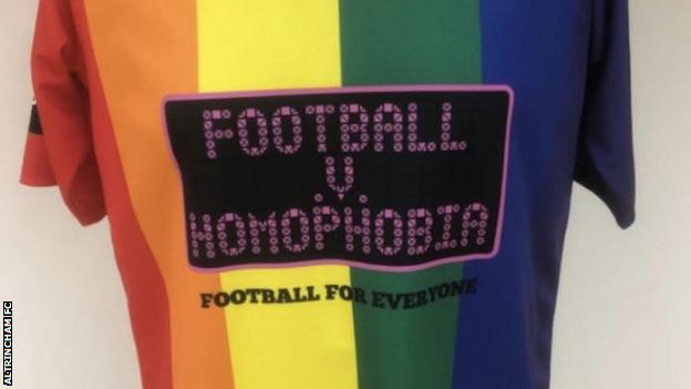 Altrincham rainbow kit