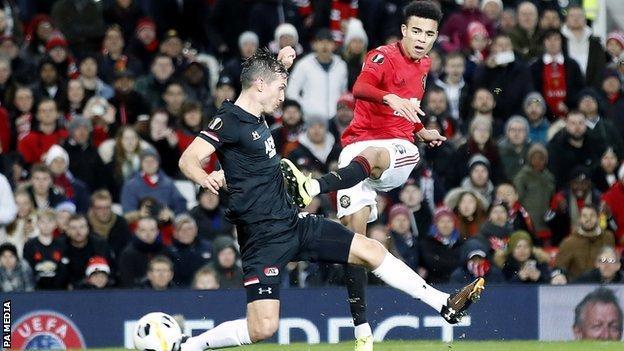 Mason Greenwood scores for Manchester United