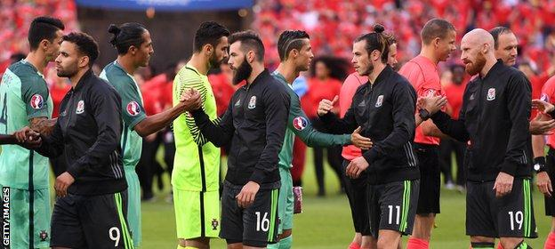 Ronaldo and Bale (centre) greet each other before kick-off