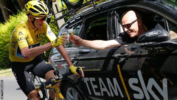 Chris Froome and Dave Brailsford make a toast with champagne to Froome's 2016 Tour de France win