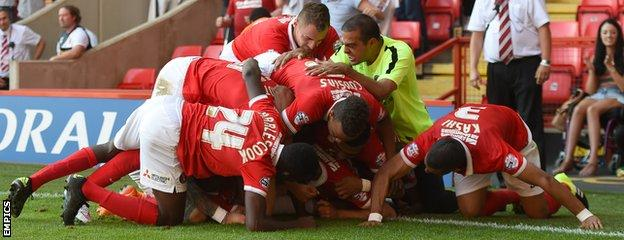 Charlton Athletic players and coach Guy Luzon celebrate victory over Hull