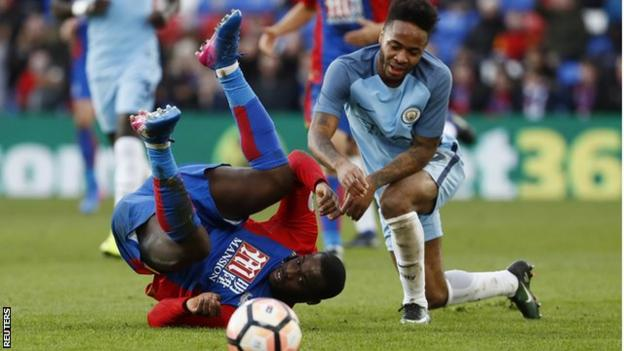 Jeffrey Schlupp (left) could be facing a spell on the sidelines after suffering a suspected hamstring injury