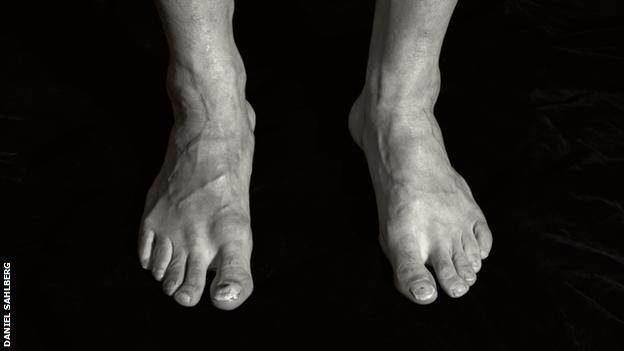 Picture of Zlatan Ibrahimovic's feet in the book 'I Am Football'