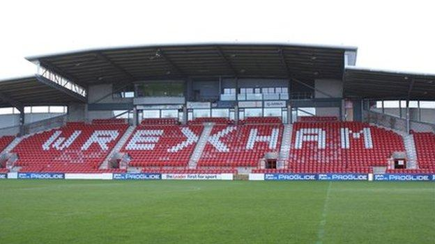 Wrexham FC: Fans back plan to for 99-year lease on Racecourse - BBC Sport