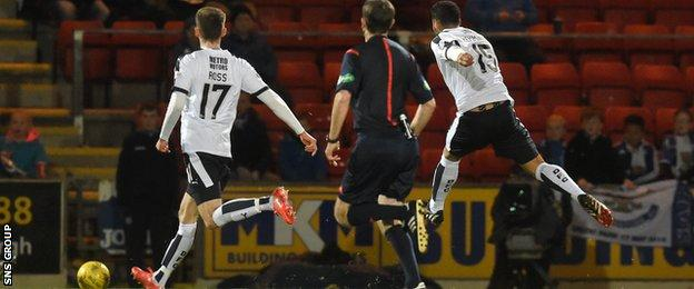 Kane Hemmings fires Dundee in front