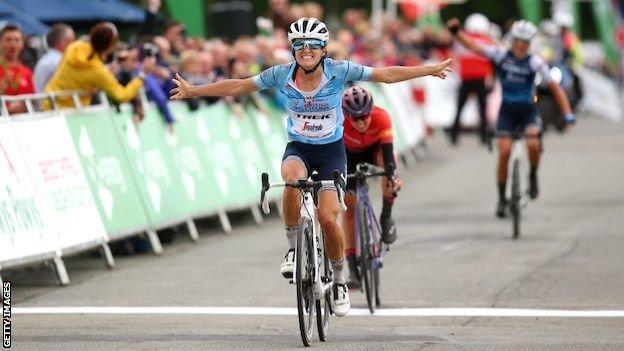 Lizzie Deignan wins stage five of the 2019 Women's Tour