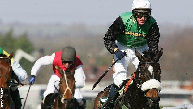 Madden crosses the line to win the 2006 Grand National on Numbersixvalverde
