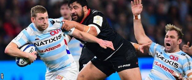 Finn Russell (left) in action for Racing 92