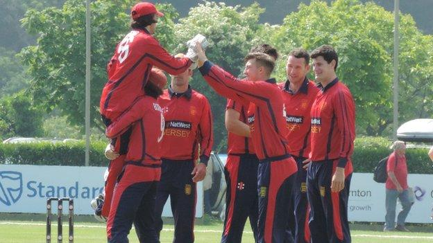 Jersey celebrate the opening wicket