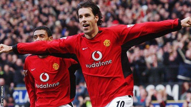 Ruud van Nistelrooy of Manchester United celebrates with Kleberson after scoring during the FA Premiership match between Manchester United and Manchester City at Old Trafford on December 13, 2003