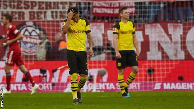 Borussia Dortmund players react to going 4-0 down