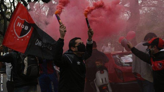 Newell's Old Boys fans parade in Rosario for Messi to sign