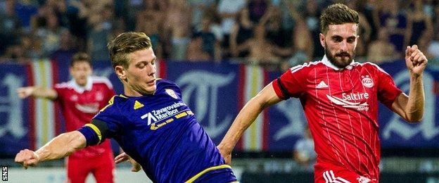 Graeme Shinnie playing for Aberdeen against Maribor