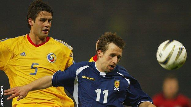 Neil McCann playing for Scotland against Romania in 2004