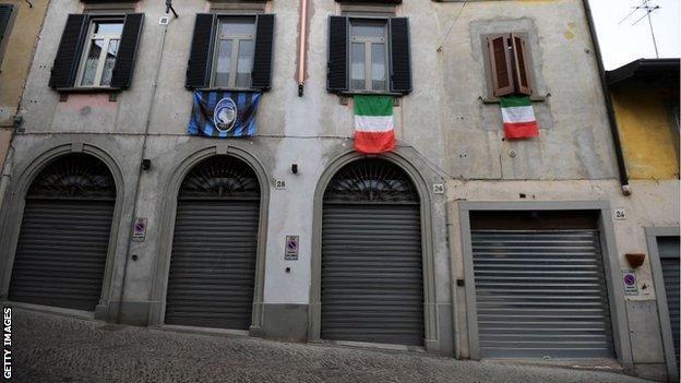 Atalanta and Italy flags