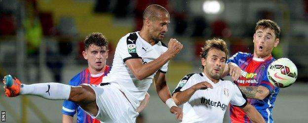 Astra's Geraldo Alves and Filipe Teixeira threaten