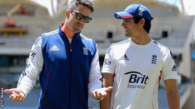 Kevin Pietersen and Alastair Cook during the 2013-14 Ashes series