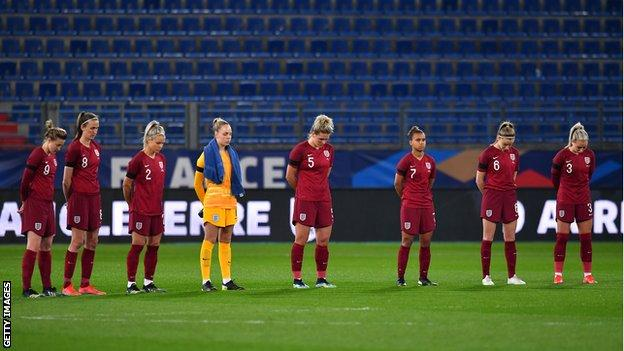 England holds minute's silence before match against France
